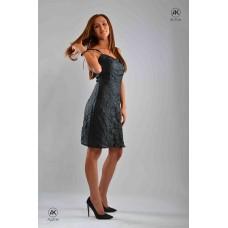 Вталена рокля с В-образно деколте